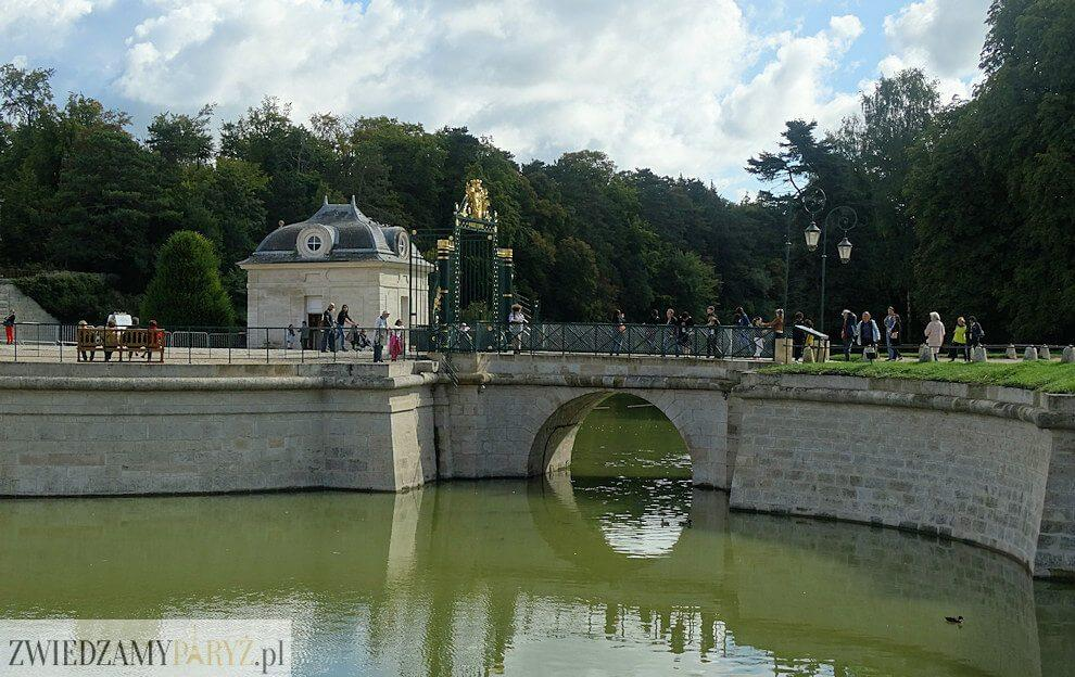 Zamek Chantilly - fosa