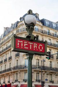 metro, pociągi, autobusy w Paryżu