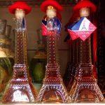 butelka koniaku w kształcie wieży eiffla
