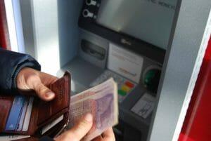 Revolut wypłata z bankomatu
