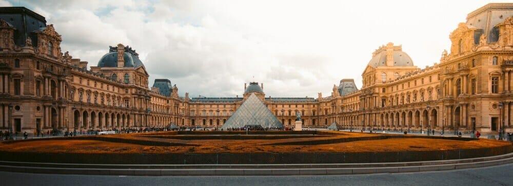 Sylwester w Paryżu - Luwr
